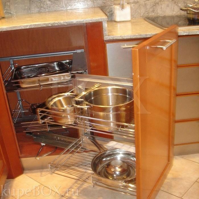 Эта классическая кухня имеет угловое
