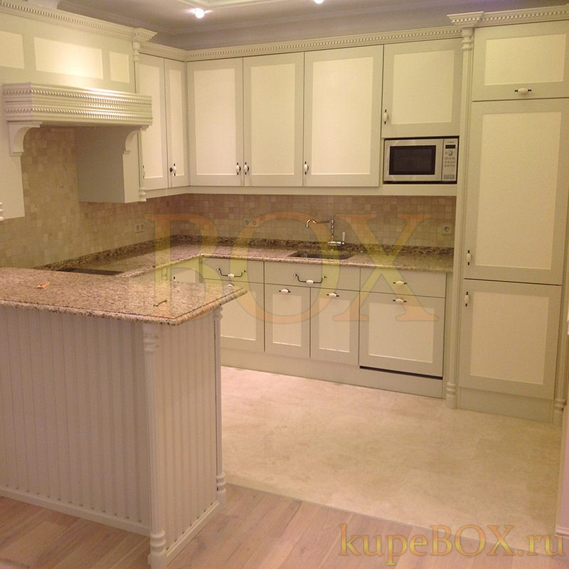 Классическая кухня с зонированием пространства