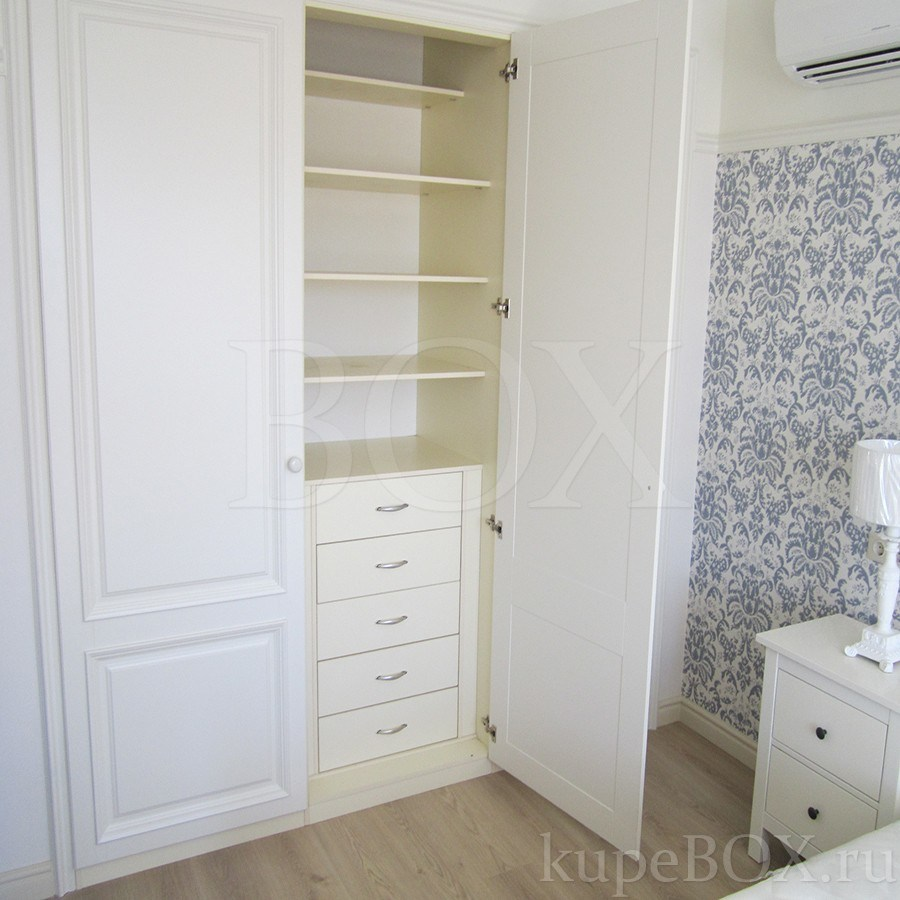 Шкафы классические