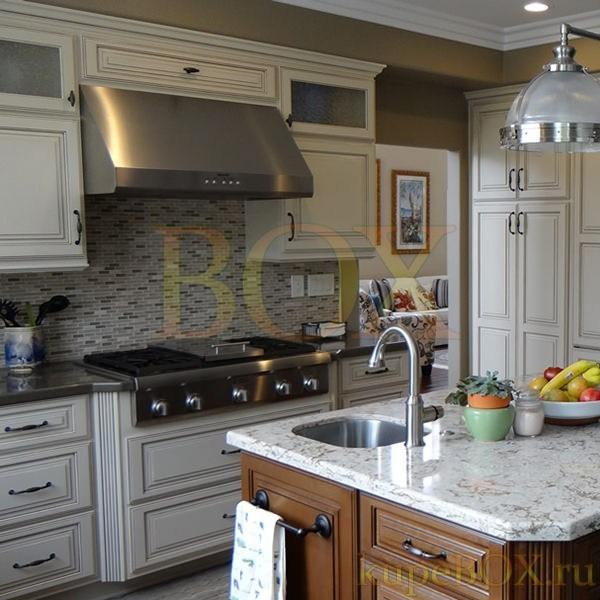 Белая кухня из МДФ с патированием