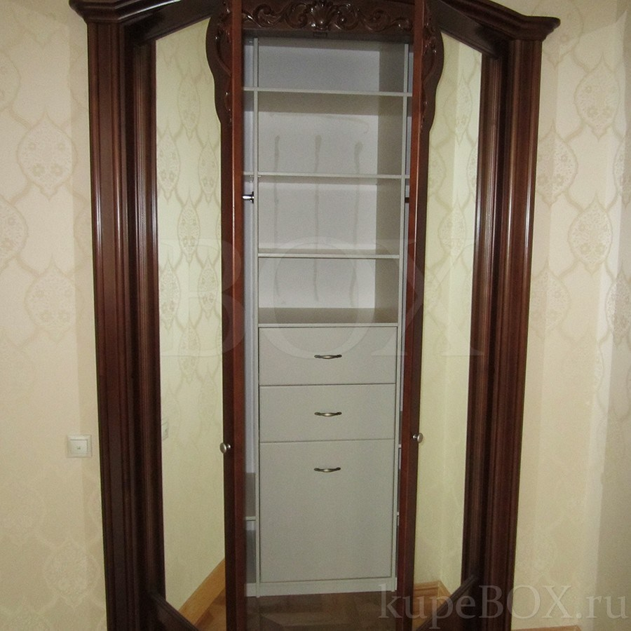 Встроенный шкаф из шпона