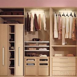 Идея белая гардеробная в доме в современном стиле